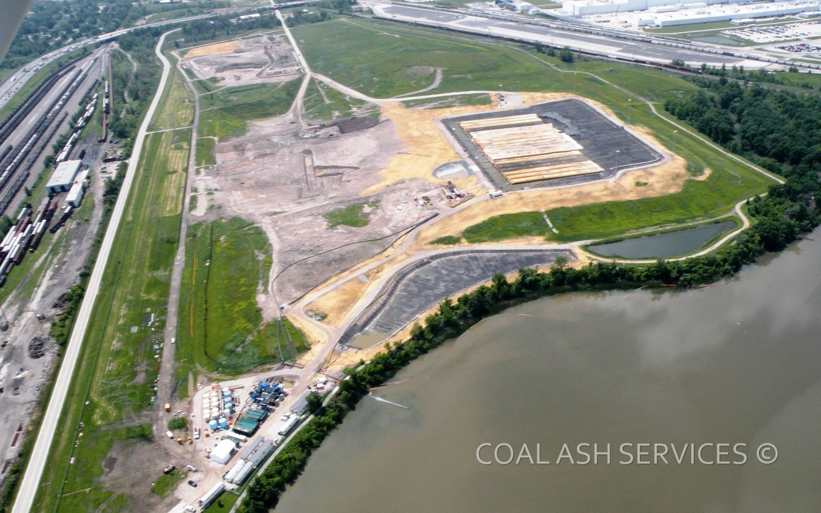 Aerial view of in-landfill dewatering operations